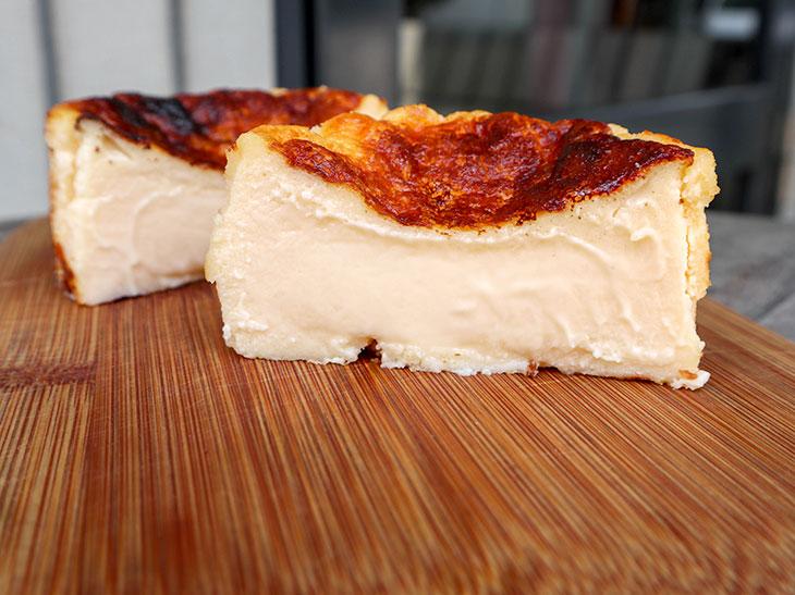 バスクチーズケーキ中身がプリンのようにトロリ