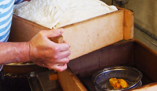 もち米をみかんの皮と一緒に蒸すはっさく大福