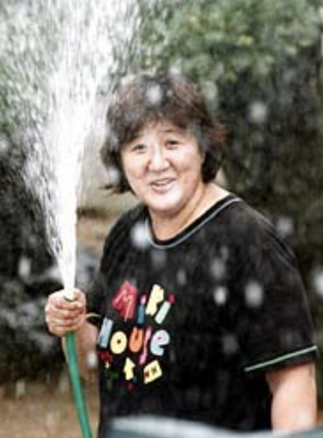 和歌山毒物カレー事件でニュースにいつもホースで水をまく林真須美が放送されていた
