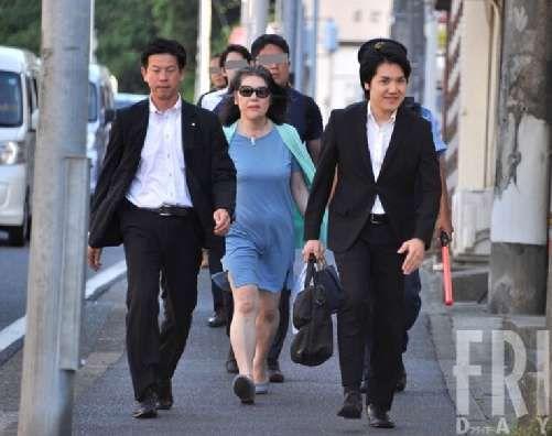 小室圭日本に居るときには5-6人のSPをつけていた