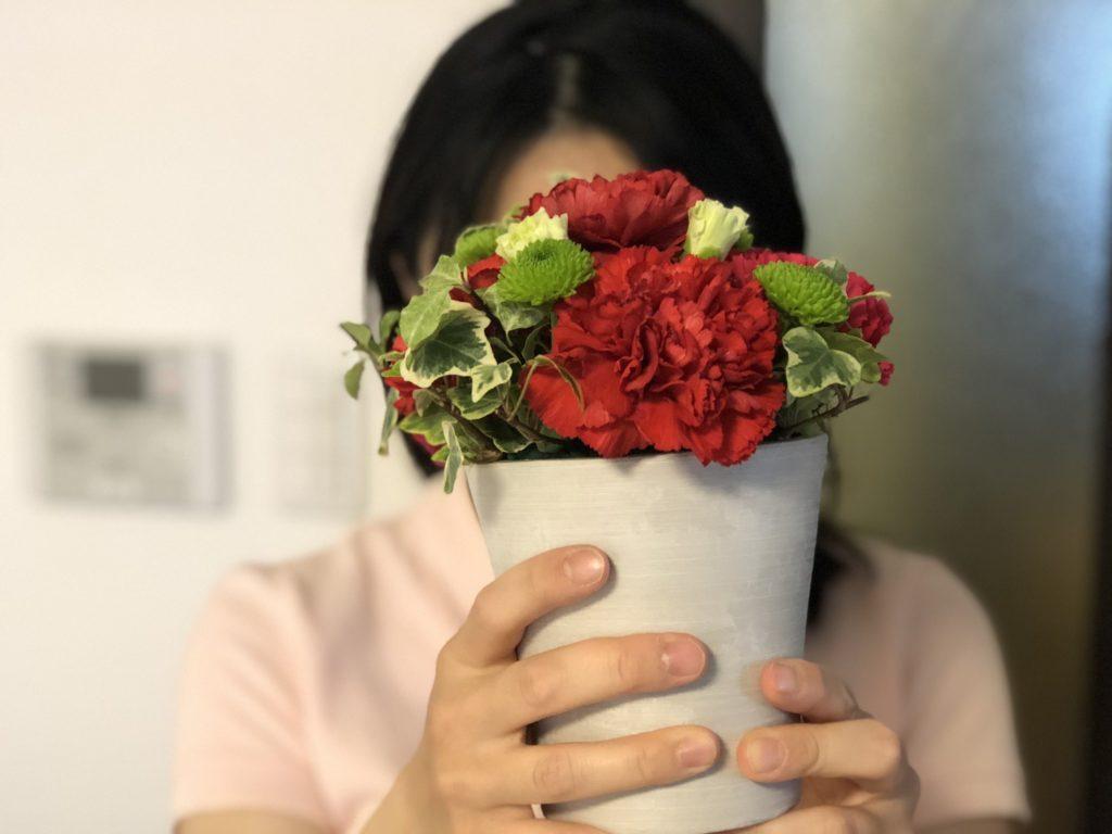 リナ・サワヤマの母親に兄の大輔が母の日に花をプレゼントするくらい仲がいい家族