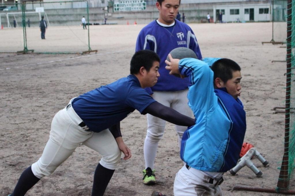 広島武田高校野球部の監督と選手で話し合いトレーニングメニューをそれぞれに組んでいく