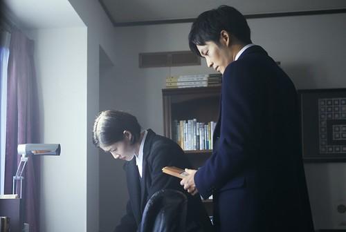 神崎の部屋でファックスを送ったのが神崎だという証拠をつかみ2人は真実の記事を書くことを決めます。