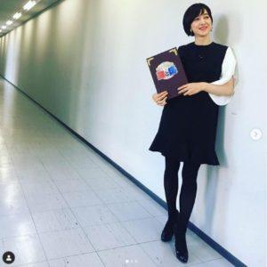 小泉進次郎とデキ婚した滝川クリステルの普段の服が会見のワンピースと似ている