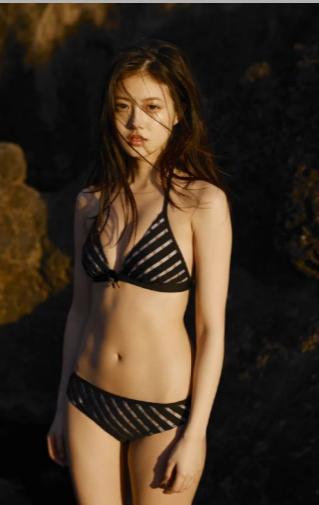 今田美桜の可愛すぎる水着ショット01