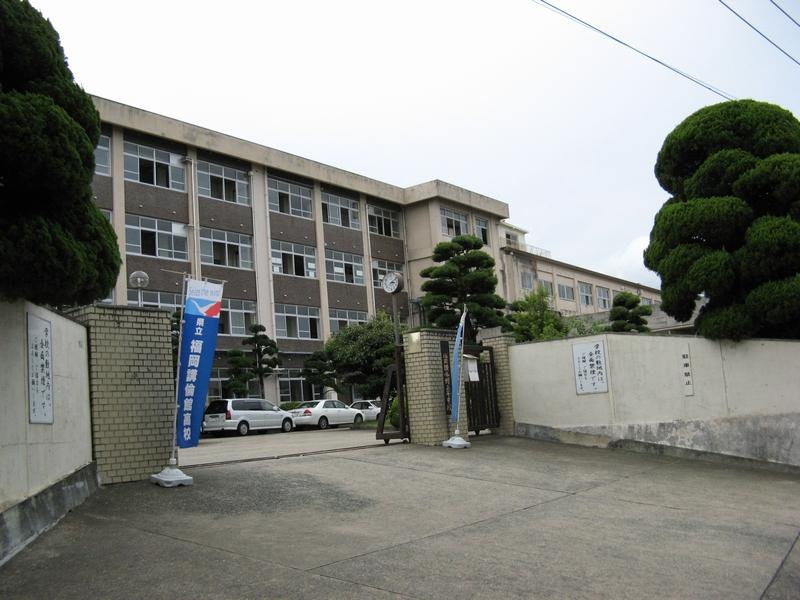 今田美桜がチャリ通していた福岡県立福岡講倫館高校の正門