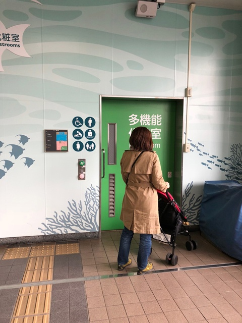 葛西臨海公園駅内のトイレは多機能で綺麗目なので使いやすい