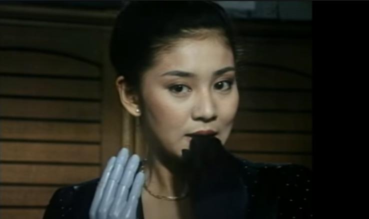 片平なぎさが口で手袋をはずすドラマが怖すぎ!どんな内容で役柄だった?